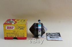 Zebco 33 Reel Dans Une Boîte Avec Des Papiers Revisées Avec Des Couvertures Brunes